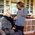 Guilhermina Guinle recebe o carinho da mãe, Rosa May Sampaio